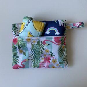 imagen bolsa impermeable para guardar barreras menstruales ecológicas
